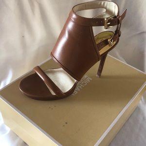 Michael Kors Asta Sandal high buckle like new 6.5